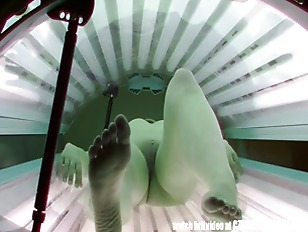 Picture Pierced PUSSY Snooped In Tanning Bed
