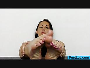 Picture CuteGirl Ell Storm Feet Show Off