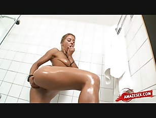 Picture Cute Girlfriend Fisting In The Bath Tub
