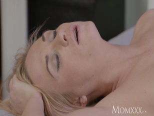 Picture MOM Sweet Blonde Shown True Lust By Older Re...