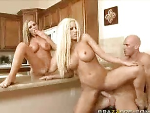 Picture Gina Lynn And Nikki Benz Blonde Threesome