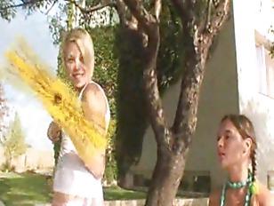 Picture Luxury 20y-Girls Flashing The Village