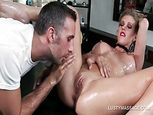 Picture Oil Pussy Massage For Naked Stunning Blonde...