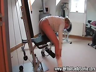 Picture Mature Brit Lady Sonia Works Out In Gym