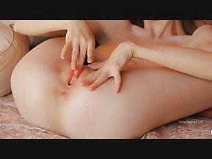 Picture Rawboned Super Girl Showing Opened Hole