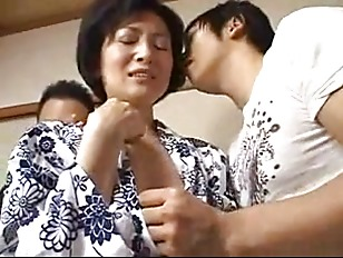 Picture Mature Mom Takes A Facial