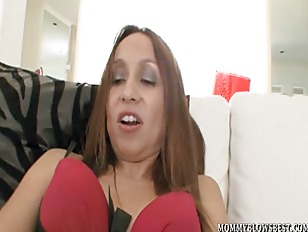 Picture Cheating Wife Julia Silver Showing Off Oral...
