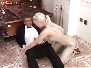 Picture Sexy Blonde And Waiter - Hot Anal