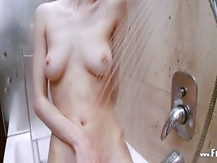 Picture Bath Day And Peeing Of Busty CuteGirl