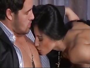 Sofia Gucci vs Fernando