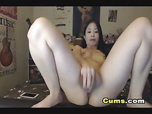 Horny Asian Webcam Babe Fucking Pussy...