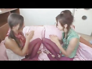 Picture 20y-Girls Masturbate Together