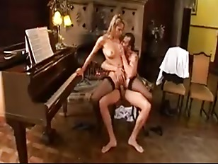 Picture Pretty Blonde Regina Ice Piano Lesson