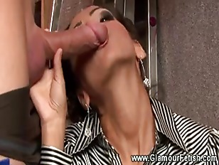 Hot Sexy Babe Sucking...