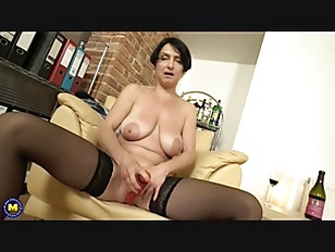 Horny MILF fingering herself...