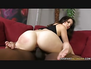 Noelle Easton Tries A...