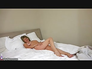 Picture OldNanny Sexy Mom With Ten Masturbate On Bed