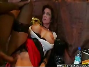 Picture MILF Deauxma Does The Bartender
