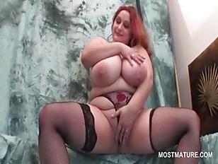 BBW rubbing her cunt