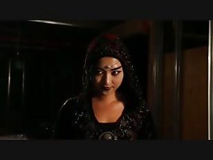 Wonder woman fucks a dildo on webcam