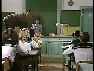 マッサージ店で女子小学生が極太チンポを両手で握って生フェラの美少女動画