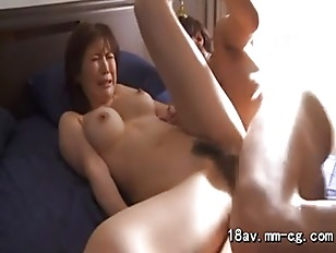 pretty milf screming on bed