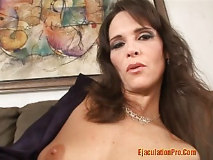 Picture Hot MILF Make A Good Blowjob