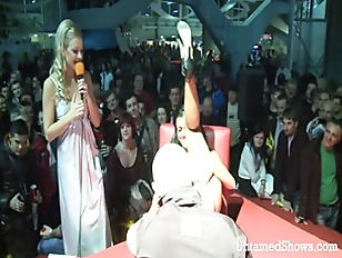 Picture Slutty Stripper Going Wild At The Sex Show