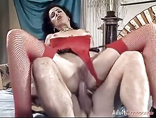Brunette Hot Model Fisting...
