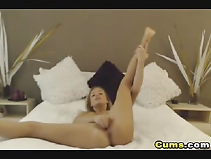 Hot Brunette Chick Masturbate on Cam