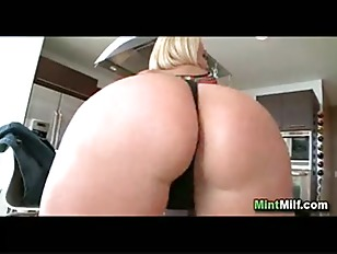 Picture Blonde MILF With Amazing Body