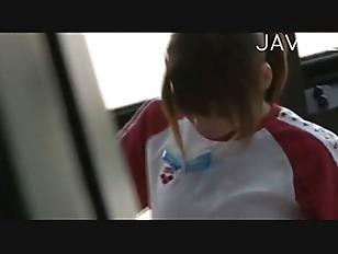 女子中学生の画像がマンションの廊下で変態男にチンポを口にねじ込まれるの学生系動画