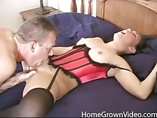 Amateur girlfriend fucks her...