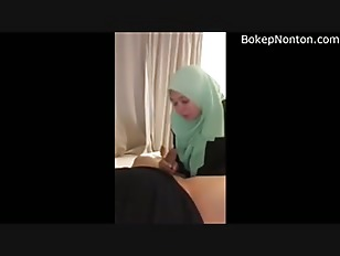 Muslim girl giving blowjob and fuck in green Hijab
