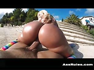 Big Booty Chick Twerking...