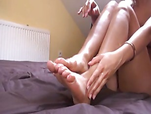 Picture Deep Gyno Toys In Her Nasty Vagina Cunt