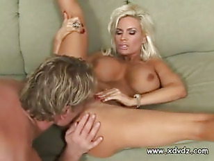 Blonde MILF Diamond Foxx...