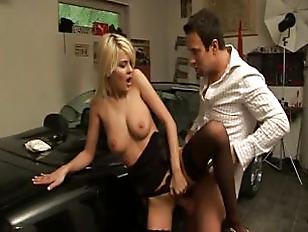 Picture Hot Blonde Fuck In Garage