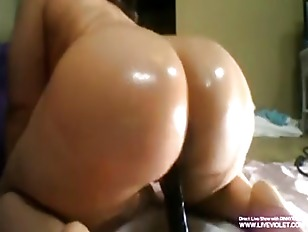 Picture Oiled Black Booty PINK Gets Squirt