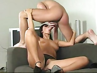 Simone Peach Anal Hottie...