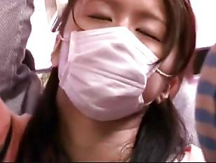 Jeunes japonaises dociles soumises pelotee grope train 4