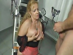 Picture German Mature Bea Dumas Pissing