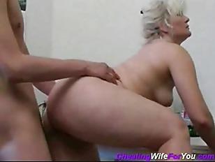 Mature fuck in Russian kitchen