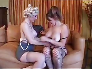 Picture Daughter Relaxes Her Horny Mom