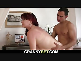 Fucking mature brunette paintress from behind