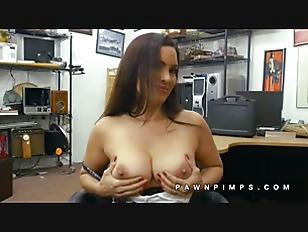 Tattooed masseur engulfing dong