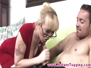 Big Titted GILF Givivng...