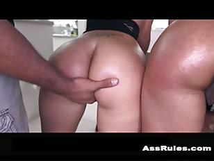 Stunning big booty latina lesbian threeway