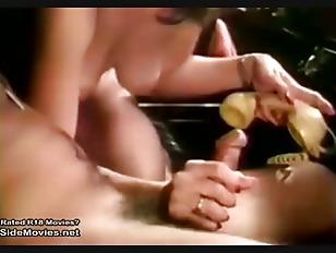 Naked beach babe splits