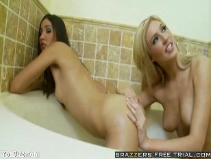 Picture 20y-Girls Suzanne And Victoria Go Frogging P...